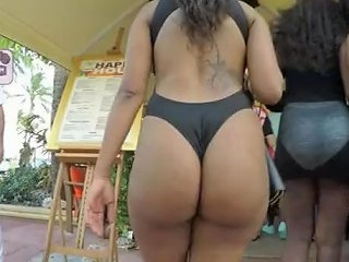 Thick Chick In Swimsuit Walking In A Group With Friends In The Bahamas