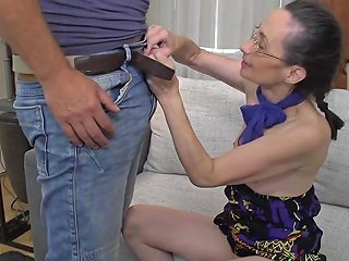 Mature Lady Fucking And Sucking Video