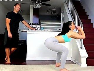 Hot Amp Sexy Brunette Milf Ass Workout Lucky Trainer Looks At Her Big Ass