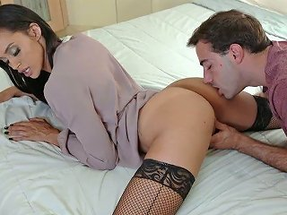 Rather Flexible Leggy Cowgirl Gia Vendetti Gonna Jump On Strong Cock