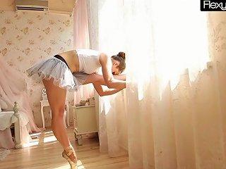 Hottie Saggy Tits Gymnast Free Flexy Teens Hd Porn 4f