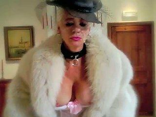 Cougar Milf In Nylons Garter Belts High Heel Pumps Furs