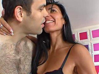 Mature Super Excitee Avec Des Besoins Sexuels Importants
