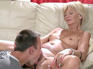 Old Woman Fingerfucked Porn Videos