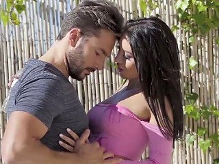 Gorgeous Fitness Chick Katrin Tequila Hooks Up With Her Hot Blooded Neighbor