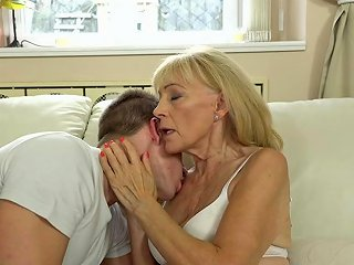 Great Sex Session With Blonde Cock Craving Grandma Szuzanne