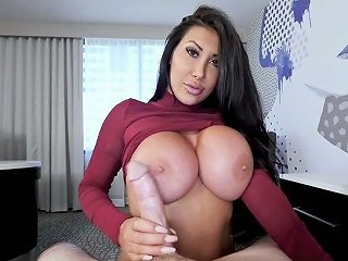 Complete Whose With King Size Boobs August Taylor Gives Her Head