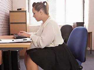 Voluptuous 29 Yo English Nympho Ashley Rider Is So Into Teasing Her Own Cunt